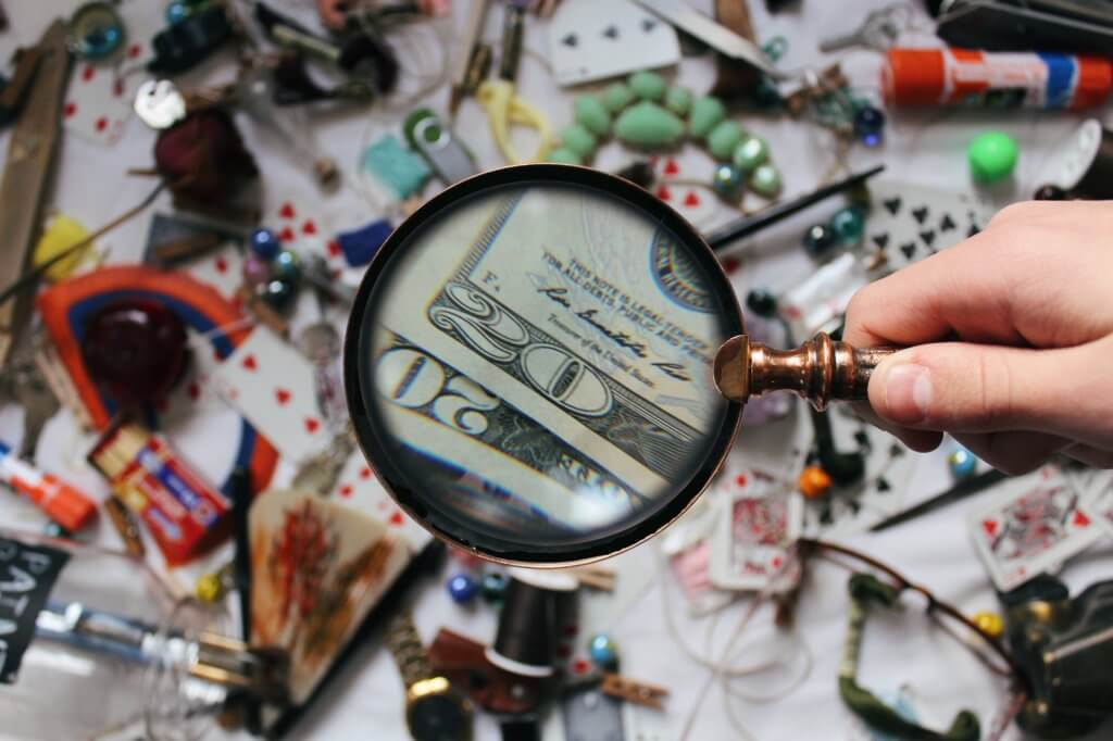 close up photography of magnifying glass 906055 1024x682