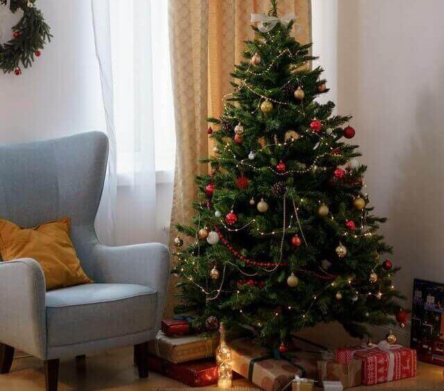 Decorate Tiny Tree e1608307278740